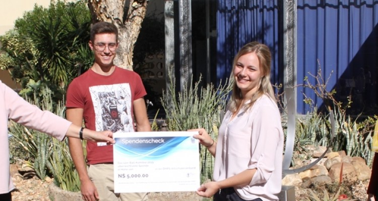 DHPS Alumni Association Talent fund: 2019 graduates hand over donation