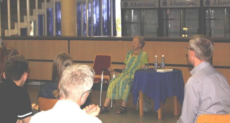 Holocaust witness Marianne Degginger talks at DHPS